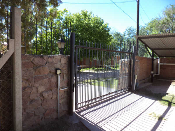 Portón perimetral con control de tarjeta magnética
